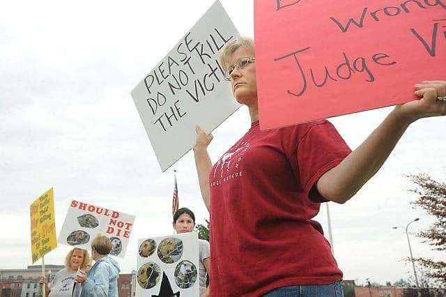 Michigan Rally For Condemned Pit Bulls Draws Dog Lovers And Supporters